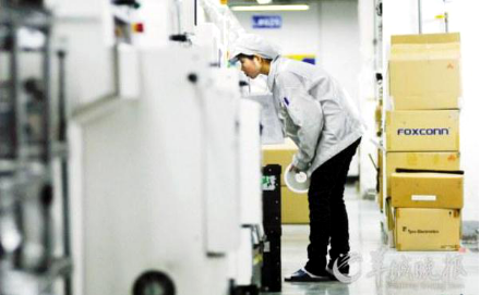 大河工业为您揭秘富士康自动化生产线上的机械手——全自动焊锡机